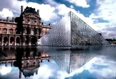 стеклянная пирамида перед Лувром