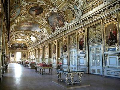 в коридорах Лувра