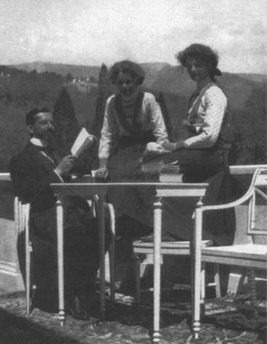Великие княжны Татьяна и Мария с Пьером Жильяром
