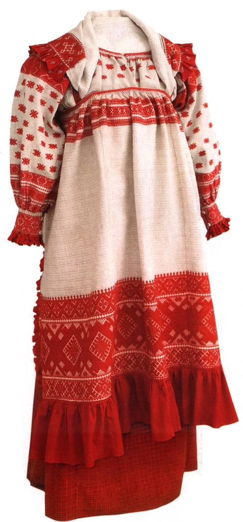 Расположение цветов в русском костюме также неслучайно.  Считается, что нижняя часть одежды символически связывается...